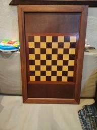 Tabuleiro de madeira pra jogar xadrez , dama e gamão ele tem cm 70×45