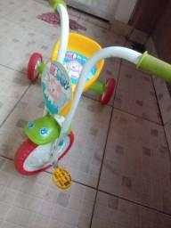 Triciculo infantil Kids pouco usado pra sair hj