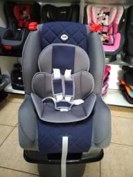 Cadeira cinza e azul, com base