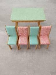 Conjunto de mesa e cadeiras + armário de cozinha em madeira