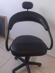 Vendo cadeira semi nova de salão