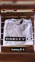 Camisas surf , Oakley e quick silver