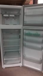 Vende-se uma geladeira Consul frostfree 345lt