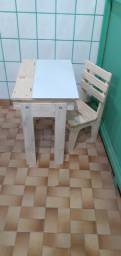 Mesa de estudo para criança  com cadeira