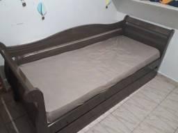 Cama de solteiro com um colchão