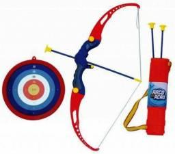 Kit Arco e 3 Flechas com Alvo e Aljava Bel