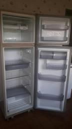 Doando geladeira