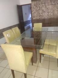 Mesa de jantar de vidro  com seis cadeiras