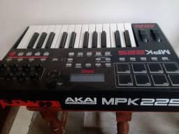 Top Controlador AKAI MPK225 Leia