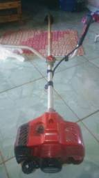 Limpeza de quintal com roçadeira