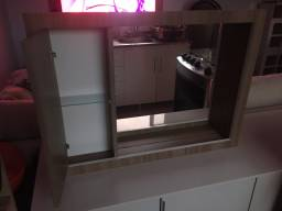Armário de banheiro com espelho e luz