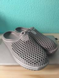 Sandália tipo Crocs