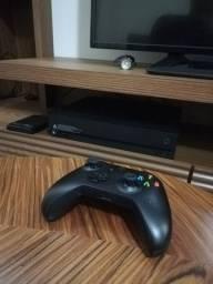 Xbox one X com jogos, HD externo de 500gb controle com bateria.