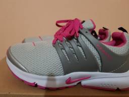 Tênis da Nike cinza