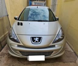 Peugeot 207 2012/2013 em estado de novo