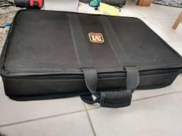 Semi case pedalboard com base de madeira - preço pra desapegar