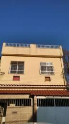 Alugo excelente casa com 2 quartos e garagem em Rocha Miranda