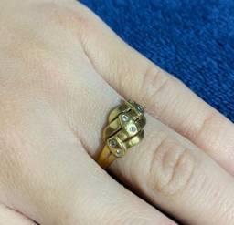 Anel de ouro com zircônias 18k/750 - 3,0 g