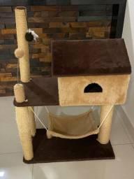 Casa/Arranhador Gato e Casa