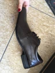 Sapatos sociais de couro legítimo