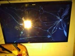 Tv smart Samsung 32 tela quebrada sem forte sem controle. Tela acende .