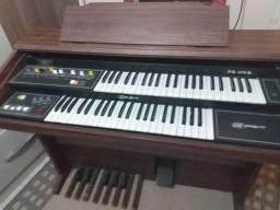 Órgão musical precisa de assistência
