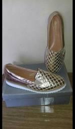 Sapatos número 38 novos sem uso R$40.00 cada ou 3 por R$100.00