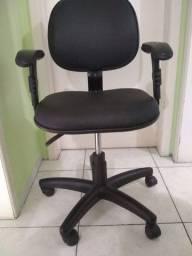 Cadeira estragou.