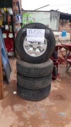 Vendo aro 15 com 2 pneus novos e dois usados