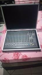 Vende se uma mesa de áudio  com queize