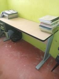 Um mesa para escritorio