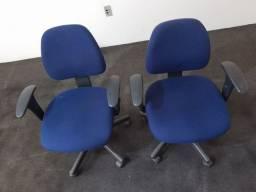Cadeiras de escritório iguais