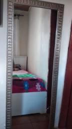 Vendo espelho grande ela tem um pequeno tricô  mais n entefer em  nada