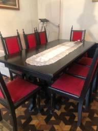 Mesa com 8 Cadeiras e Balcão em Madeira Maciça Nobre