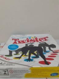 Vendo jogo Twister