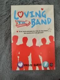 """Livro """"Loving the Band"""" da Emily Baker"""