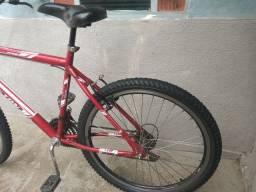 Vende-se esta bicicleta (toda boa)