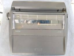 Máquina de escrever eletrônica - Relíquia