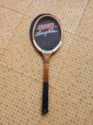 Raquete de tenis antiga