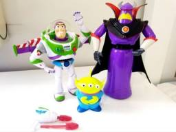 Bonecos Toy Story Buzz Lightyear, Zurg e alien.