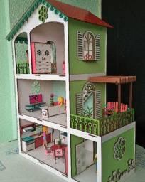 Casinha de bonecas Polly e Lol moderna