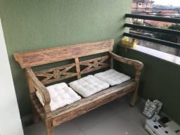 Banco de madeira maciço