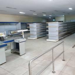 Loja com 2600 m² na Tijuca  com até 1300 m² liso terreo  e 1300 m² estac  Esc no 2° piso.