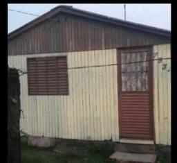 Vendo casa de madeira 4 peças terreno 10x30