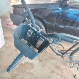 Bicicleta com cestinha
