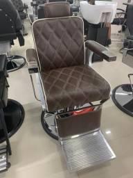 Cadeira de barbeiro zera na caixa