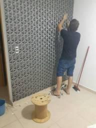 Instalador de papel de parede/ instalação de adesivo