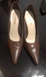 2 pares de Scarpin por 30 $. Sapatos em bom estado