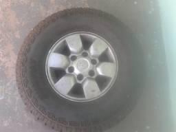 Roda aro 15 da Hilux com pneu