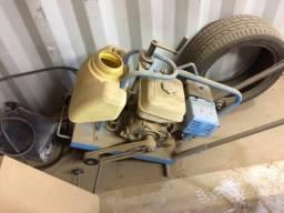 Máquina de cortar asfalto